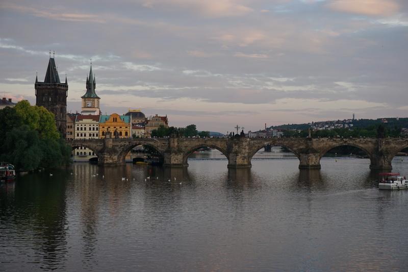 Nachtaufnahmen von Prag: Prag gegen 19 Uhr
