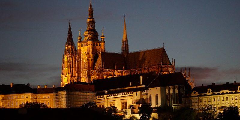 Prag bei Nacht - der Veitsdom
