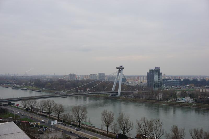 Die Snp Br 252 Cke Bratislava Ein Ufo 252 Ber Der Stadt