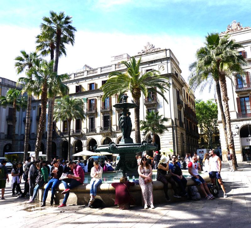 Springbrunnen Placa Reial