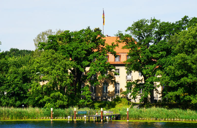 Dampfer fahren in Berlin