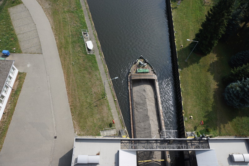 Schiff im Kanal
