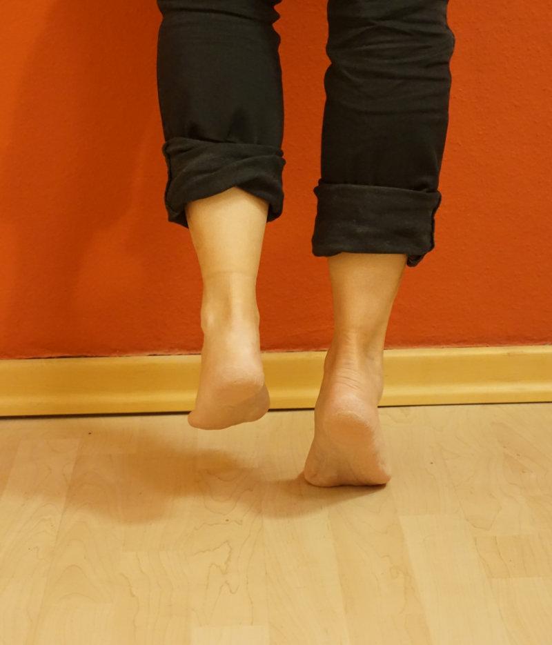 Fitness auf Reisen - einbeiniger Zehenstand