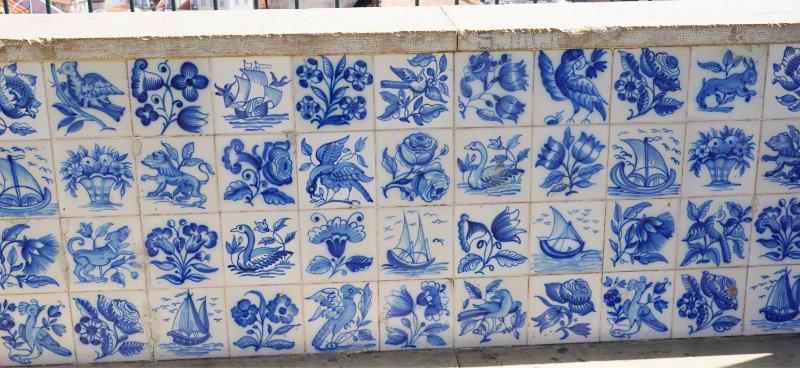 Kachelkunst in Lissabon - Mauerverschönerung