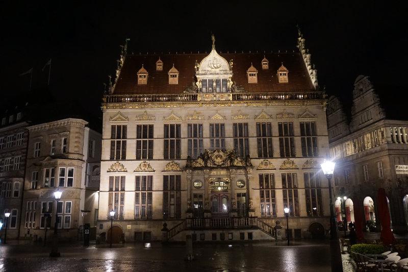 Abends auf dem Marktplatz in Bremen