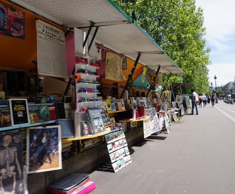 Buchhändler an der Seine in Paris