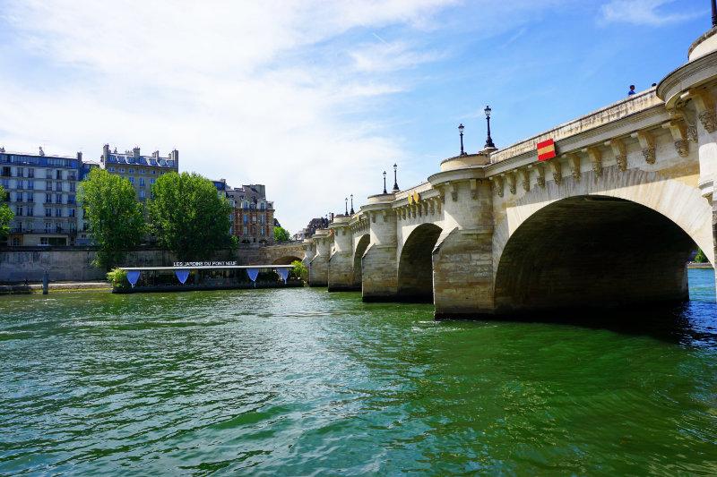 Pont Neuf Seine in Paris