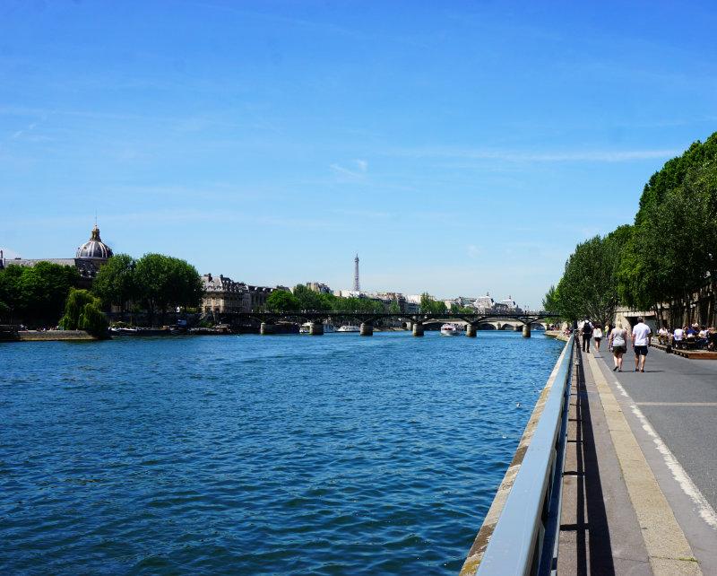 Blick zum Eiffelturm - Seine in Paris