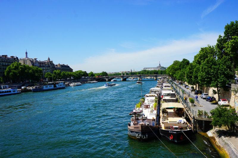 Boote am Seineufer