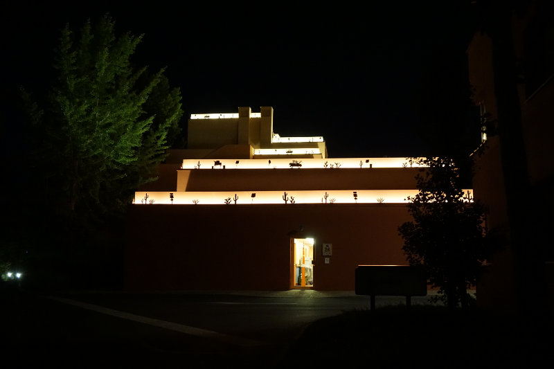 nächtliche Beleuchtung Disney Hotel Santa Fe