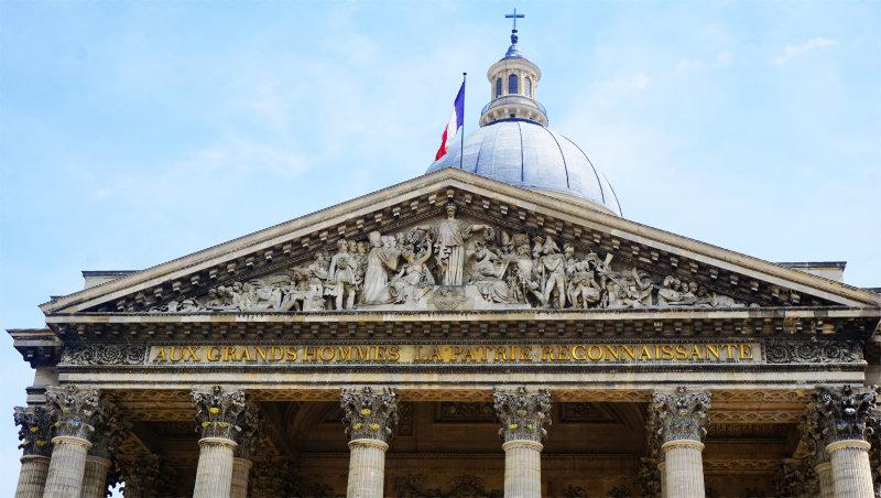Panthéon Paris Relief über dem Eingang