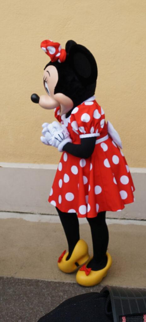 Disneyfiguren erleben Minni Maus