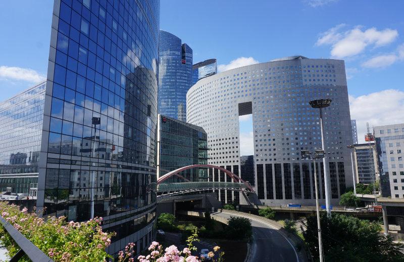 Fußgängerbrücke in La Défense