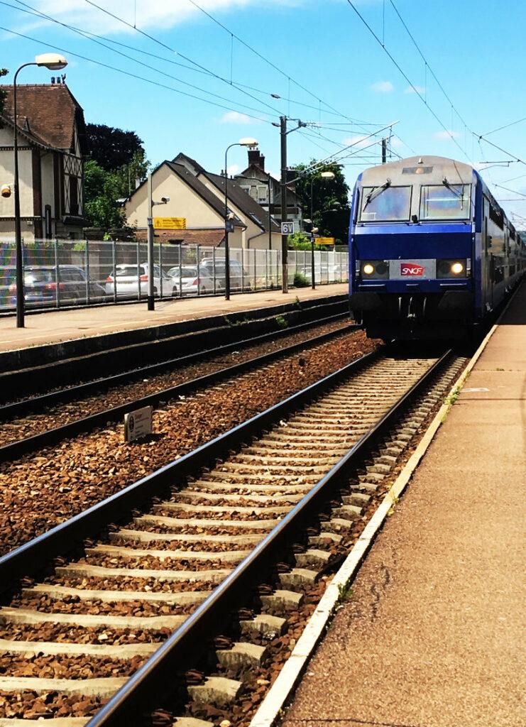 Zug in die Normandie