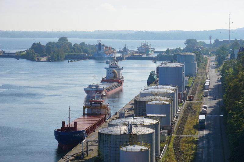Blick von der Prinz-Heinrich-Brücke zur Schleusenanlage Kiel-Holtenau