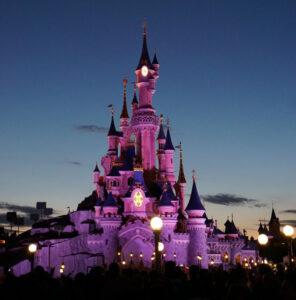 Disneyland Paris - Schloss vor der abendlichen Show
