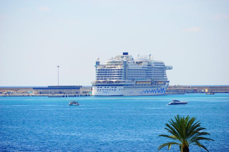 AIDAperla im Hafen von Palma