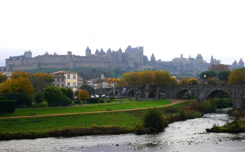 Carcassonne - alte Brücke und Burgblick