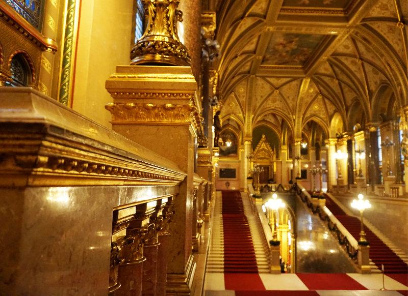 Parlamentsgebäude Budapest Grosse Treppe