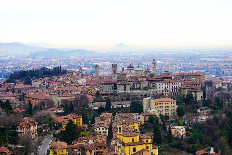 Blick über Bergamo