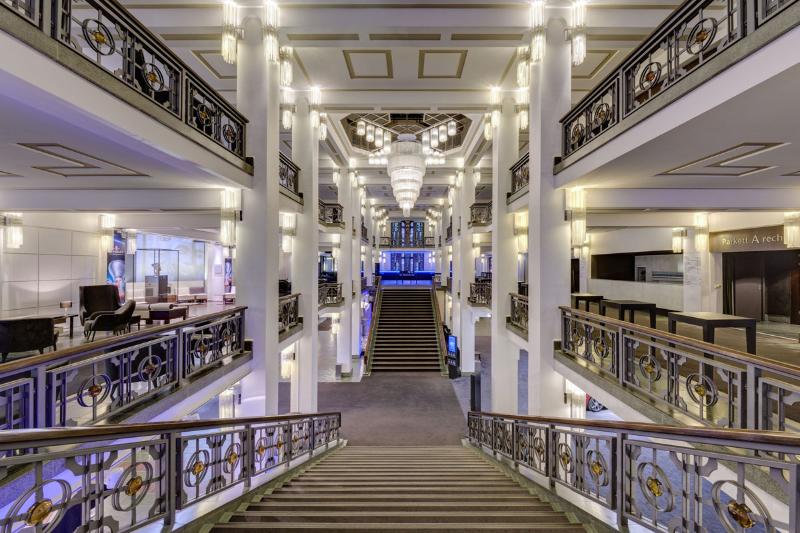 Friedrichstadt Palast Foyer