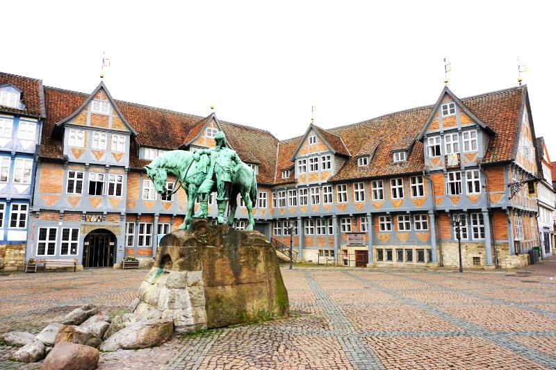 Stadtmarkt mit Denkmal in Wolfenbüttel