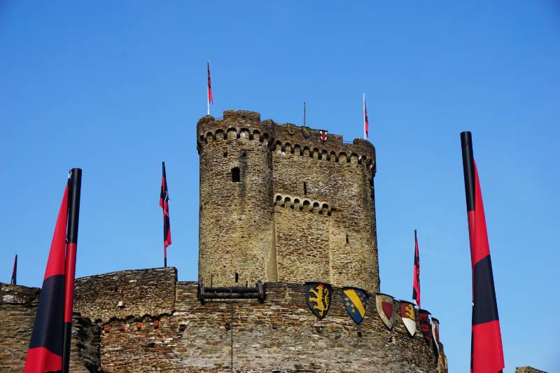 Wappen am Burgturm der Ehrenburg