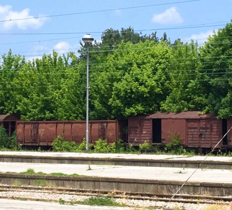 alte Züge Bahnhof Niš