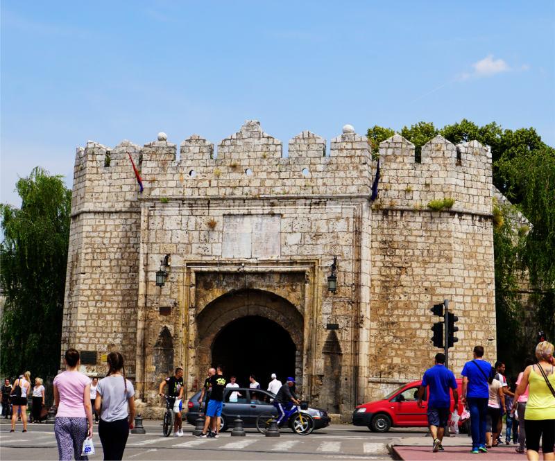 Eingang zum Fort in Niš