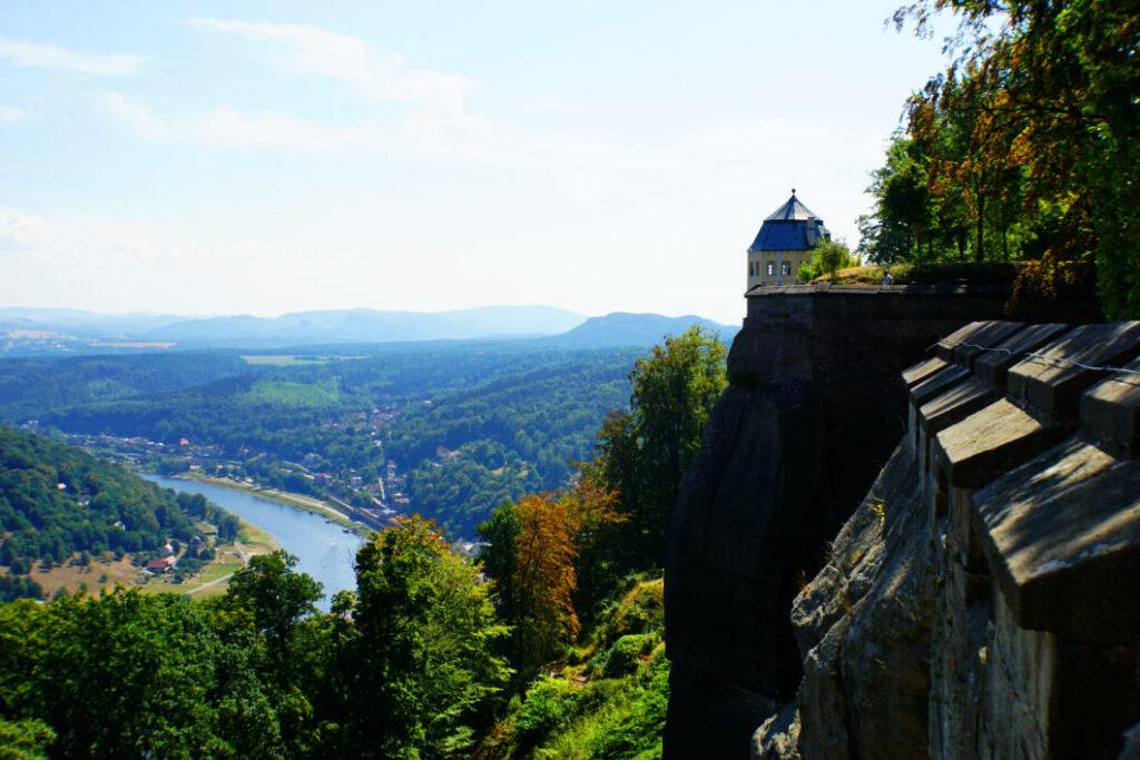 Blick von der Festungsmauer in Königstein