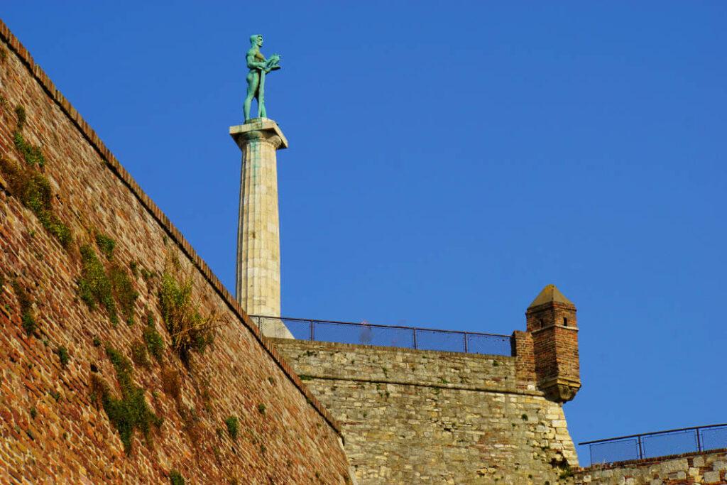 nackter Krieger - Denkmal in Belgrad
