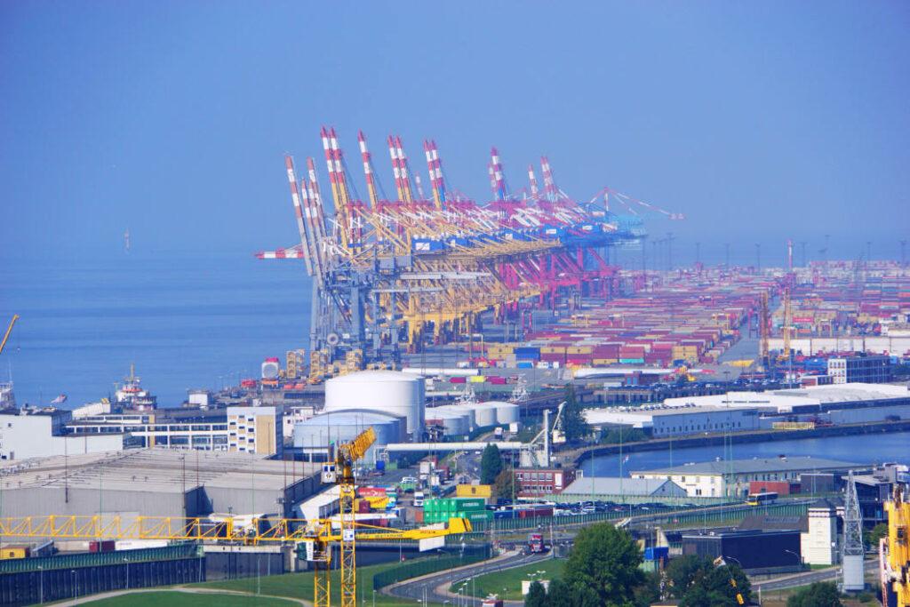 Überseehafen Krane