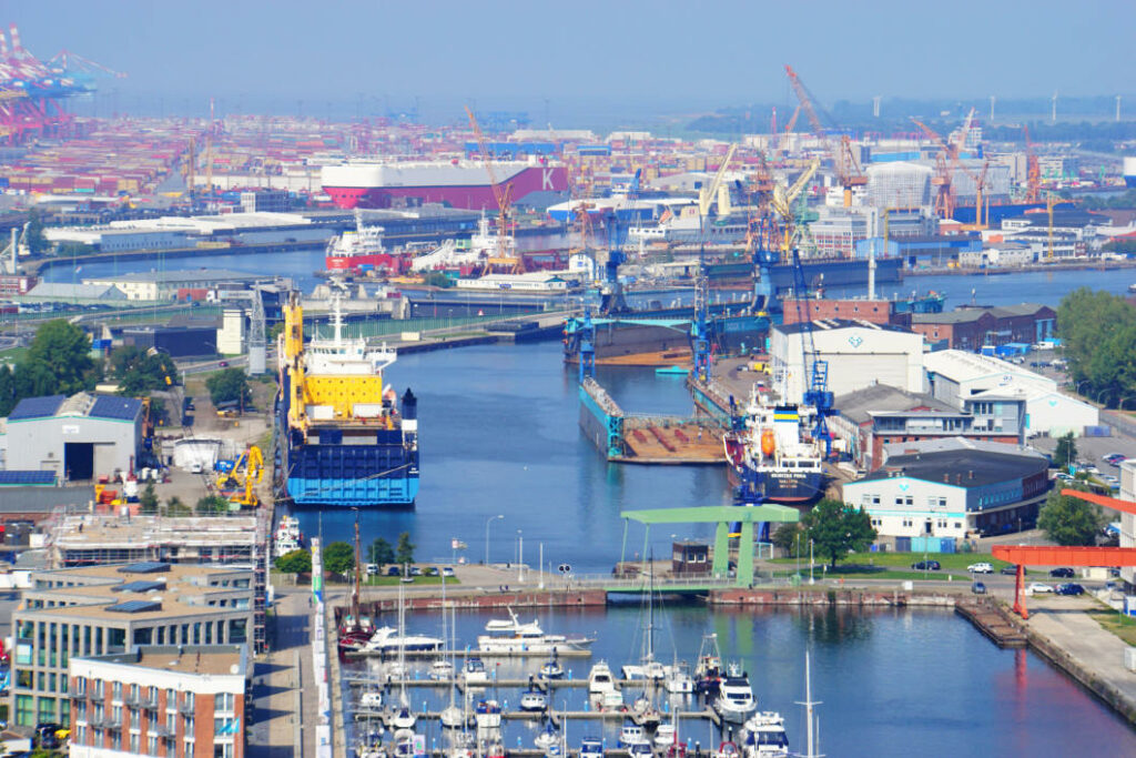 Überseehafen von der Aussichtsplattform SAIL City