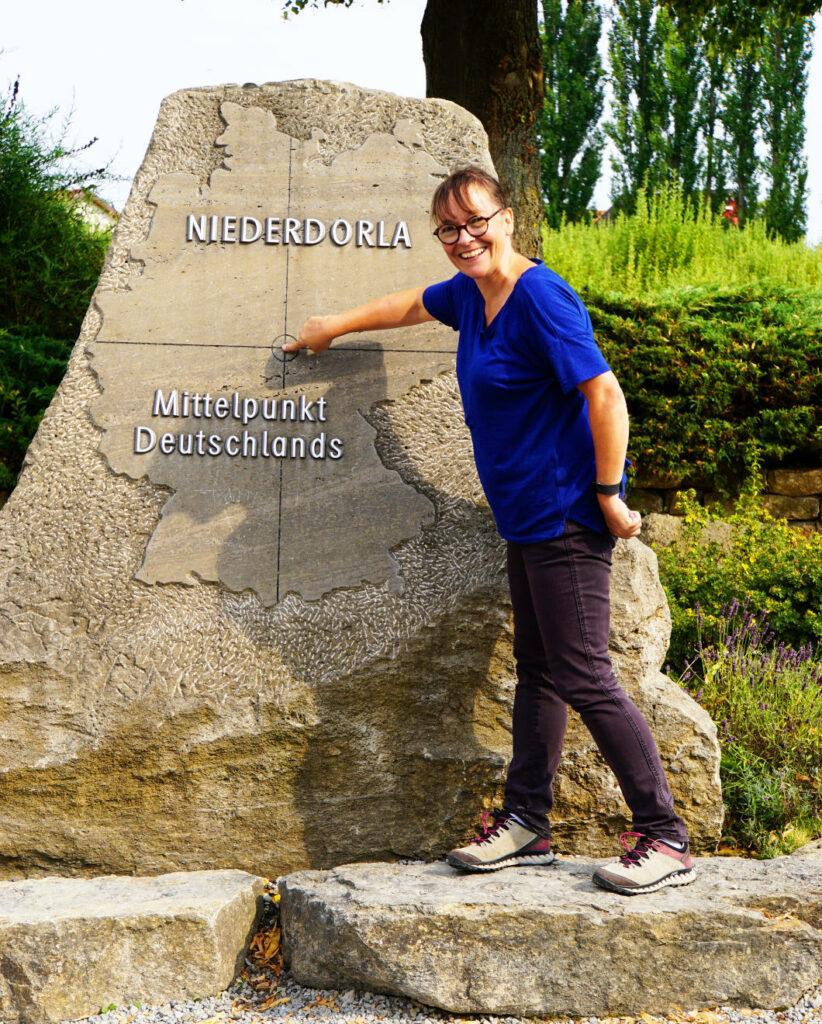 Von Ort zu Ort reisen am Mittelpunkt von deutschland