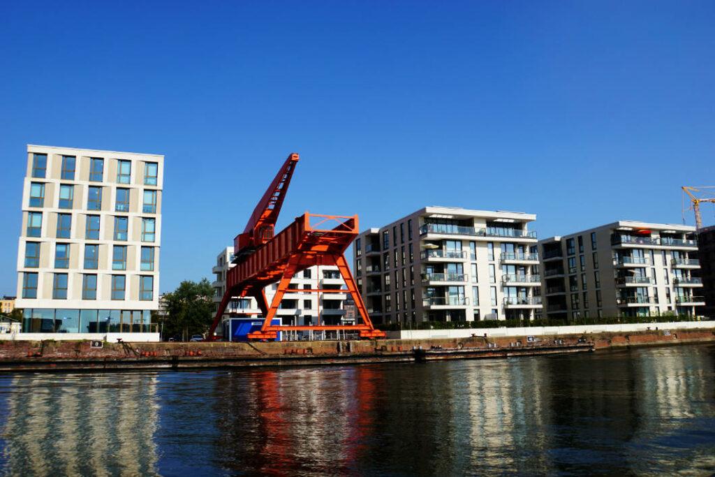 Bremerhaven - Neuer Hafen , alter Kran