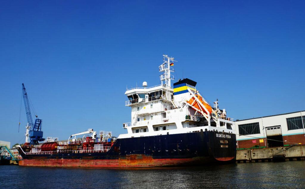Bremerhaven Überseehafen - Schiff