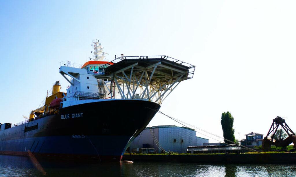 Bremerhaven - Überseehafen Schiff