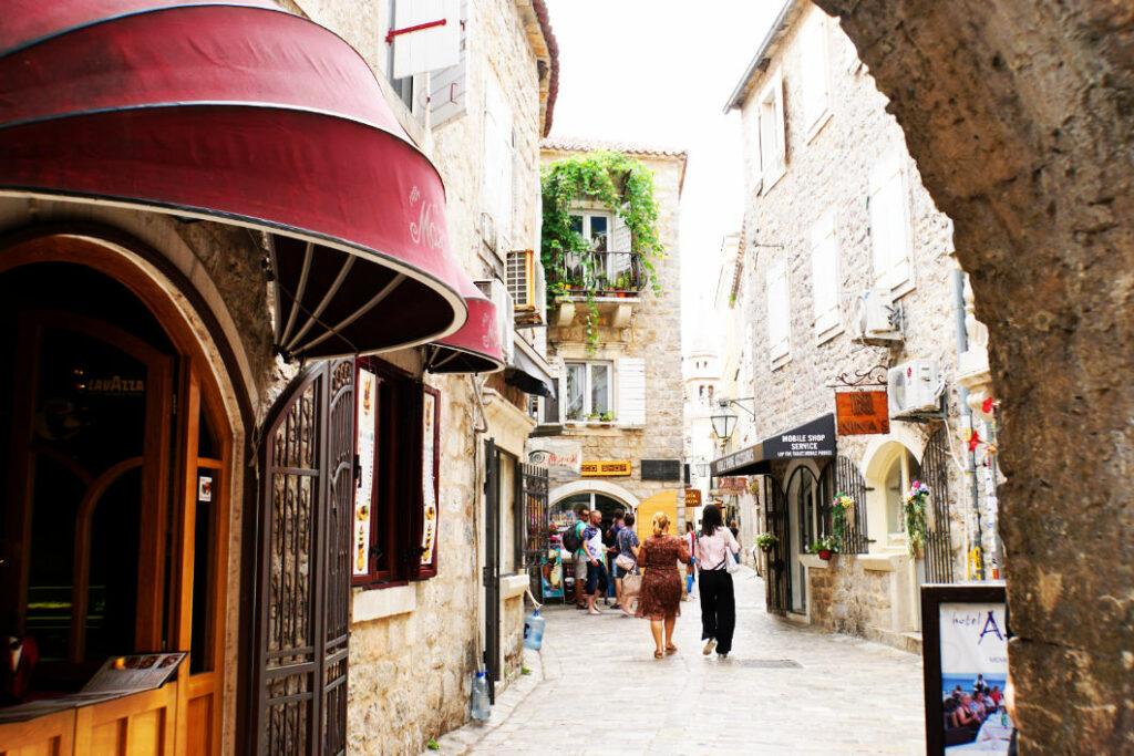 Gassen in Altstadt von Budva