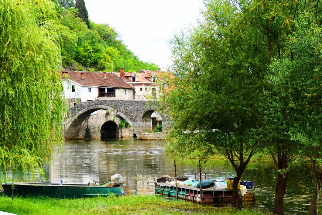 Brücke in Rijeka Crnojevića