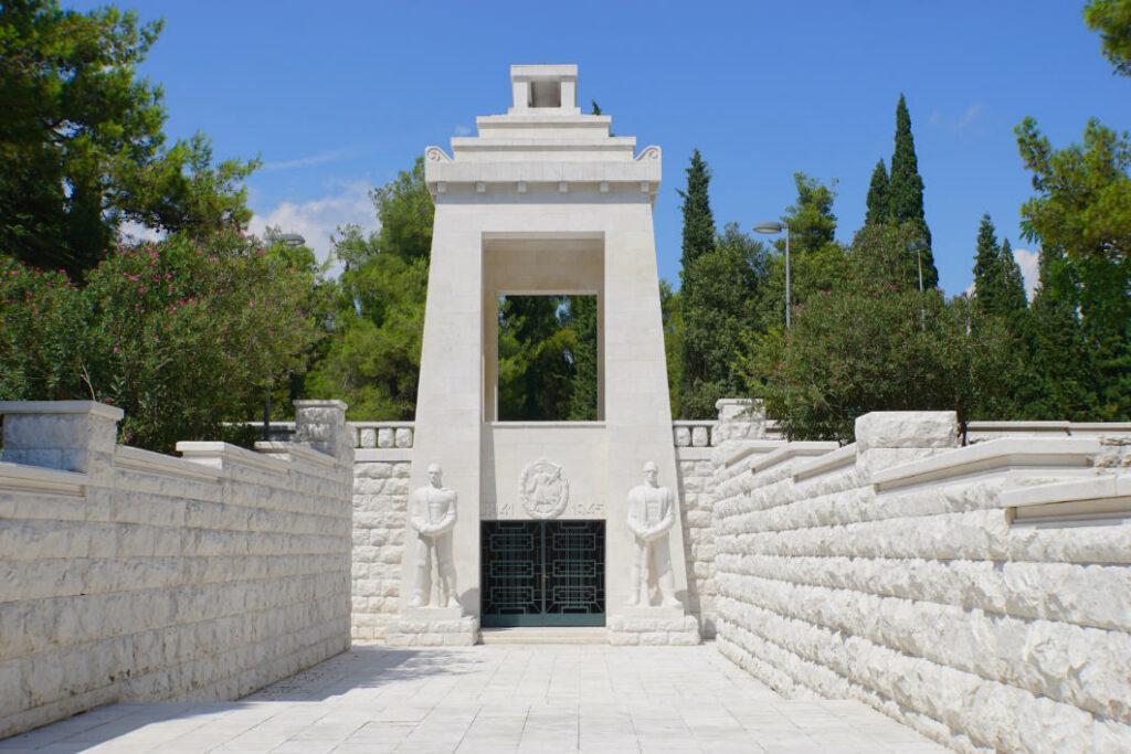 Mahnmal im Park in Podgorica