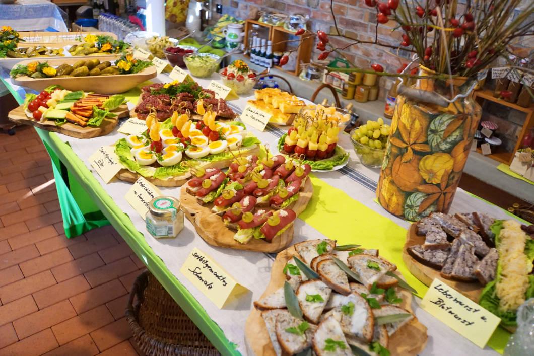 Essen auf dem wendischen Bauernhof in Lübben im Spreewald