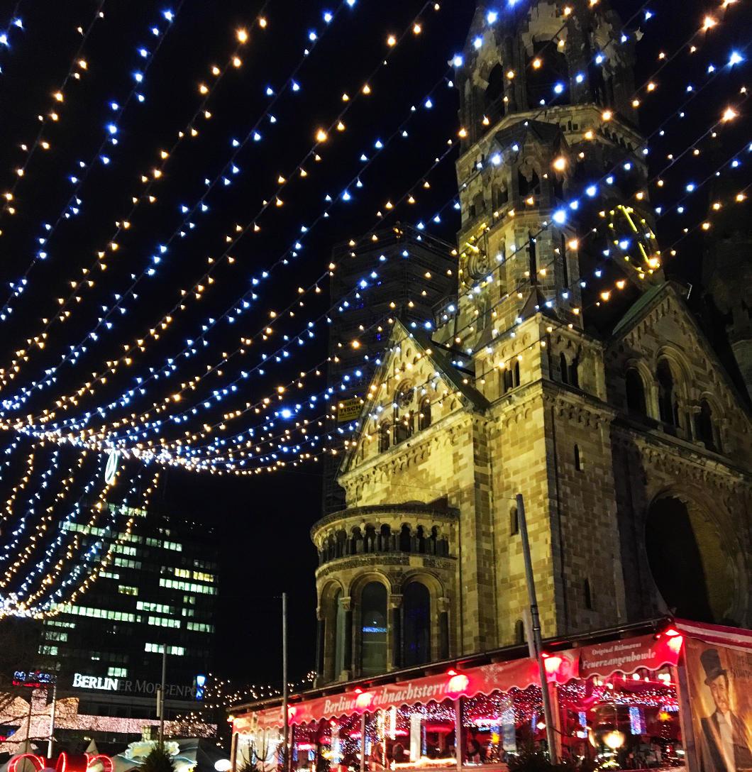 Weihnachtsmarkt Berlin Offen.Weihnachtsmarkt An Der Gedächniskirche Bummeln Und Shoppen