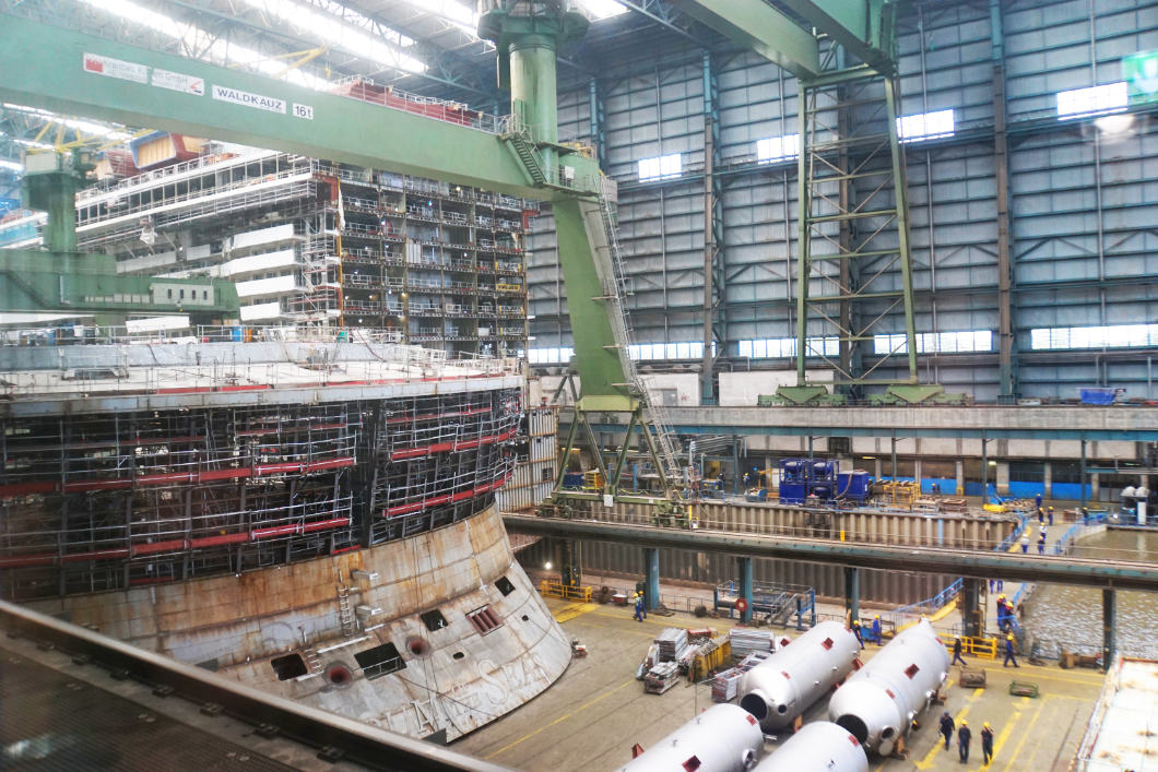 New ship building in the Meyer shipyard