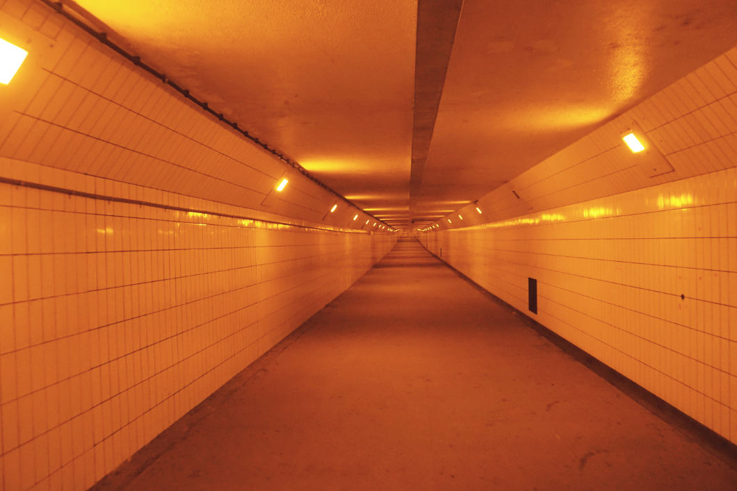 leerer Maastunnel