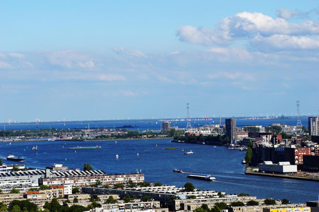 A'DAM LOOKOUT Blick von oben auf Amsterdam