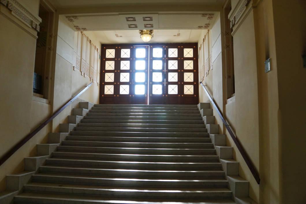 Treppe aus der Gruft der Kirche