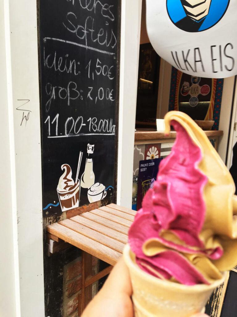 Softeis essen in Schwerin