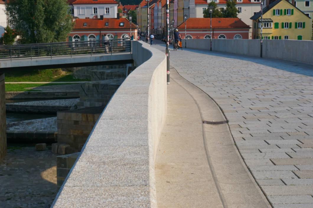 Knick in der Steinernen Brücke in Regensburg