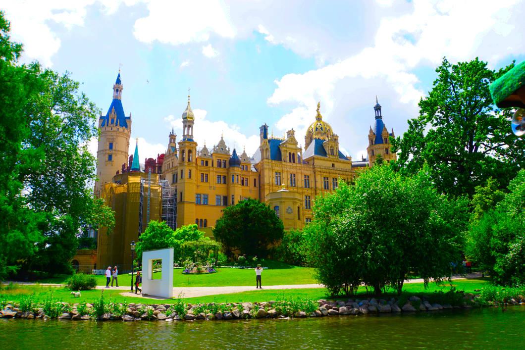 Schweriner Schloss vom Wasser aus