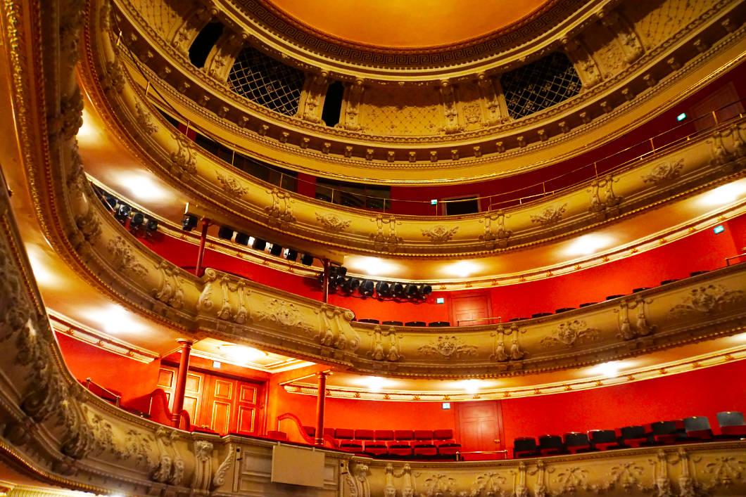 im Mecklenburgischen Staatstheater